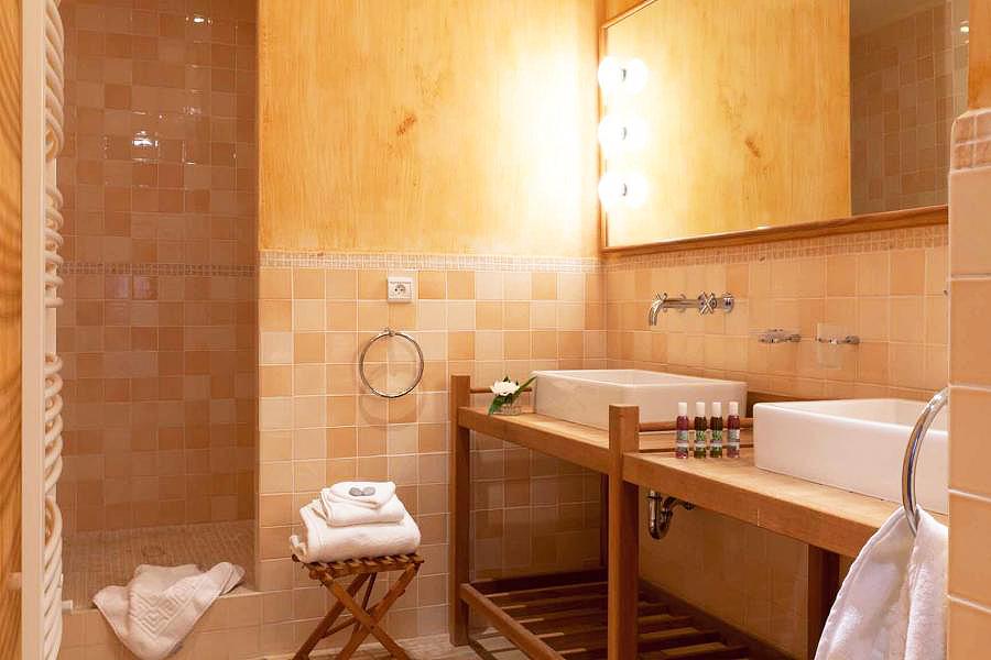 chateau la roque la roque sur pernes vaucluse provence alpes c te d 39 azur france chambres. Black Bedroom Furniture Sets. Home Design Ideas