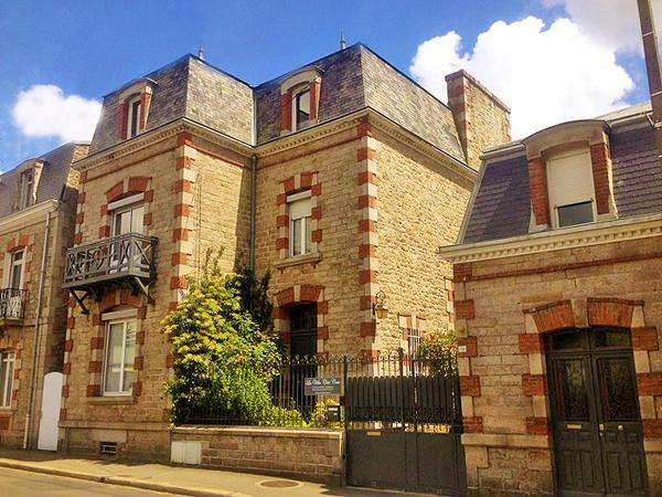 Villa c t cour dinan c tes d 39 armor bretagne france - Chambre d hotes dinan bretagne ...